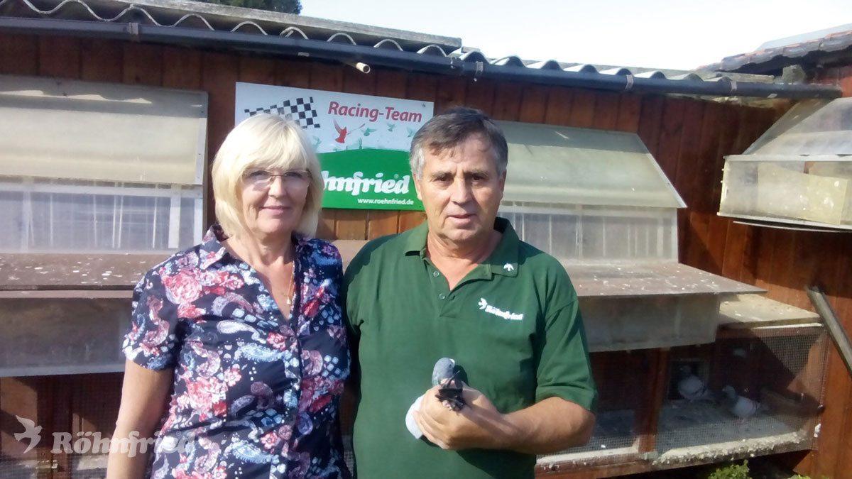 Kurt Artz und seine Frau Brigitte mit dem As-Vogel 1078